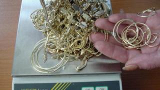 Заловиха контрабандни накити за над 70 хил. лв.