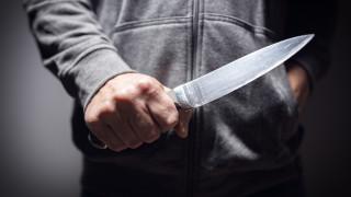 Мъж вилня с кухненски нож из центъра на Русе