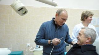 Путин се пробва и като зъболекар
