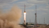 """Американски астронавт и двама руски космонавти полетяха със """"Союз"""" към МКС"""