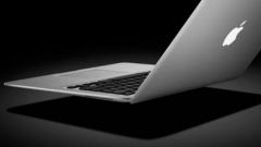 11-годишно момче унищожи лаптопи за $ 36 000