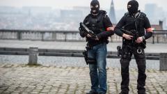 Заподозрян терорист в Белгия се изплъзва от полицията пети ден