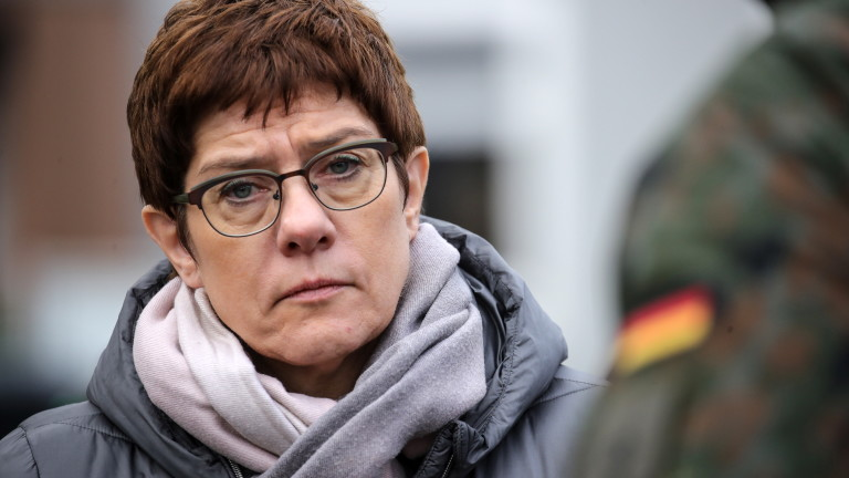 Каренбауер предупреди, че Балканите като Прибалтика са заплашени от Русия