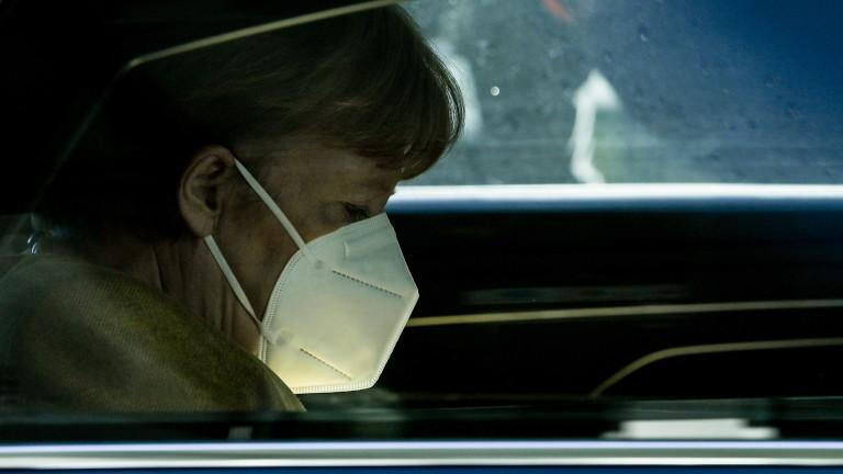 Меркел: Германия стои върху буре с барут, контролът над пандемията се изплъзва