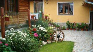 Общинари от Варна проверяват квартири маскирани като туристи