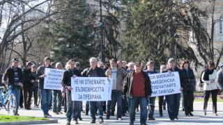 Работниците от Русенската корабостроителница излязоха на шествие