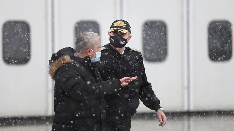 Македонският началник на отбраната и адм. Ефтимов с български самолет летят към Брюксел