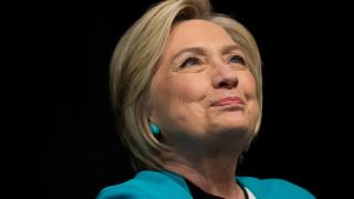 Хилари Клинтън бори стреса с йогийско дишане