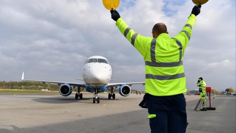 Спират най-краткия международен полет в света