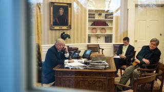 Изборите през ноември са референдум за управлението на Тръмп, предупреди Банън