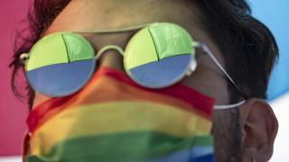 Десетки задържани след гей парада в Истанбул