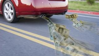 Какво се плаща за горивата по света и у нас?