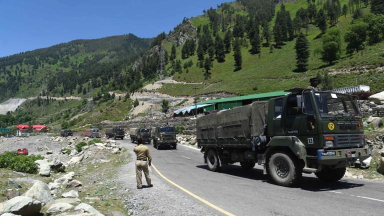 Индия и Китай започнаха да изтеглят войските си от спорния