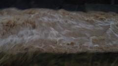 Река Осъм заля път