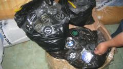 """Откриха над 10 000 контрабандни емблеми за коли в камион на """"Капитан Андреево"""""""
