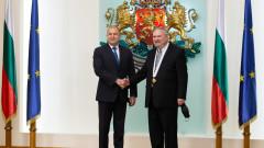 """Президентът връчи орден """"Мадарски конник"""" на консула ни в Канада"""