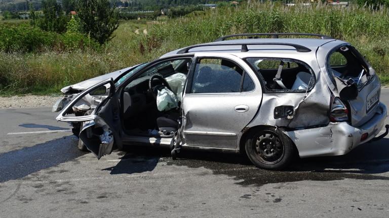 Кола падна във Владайската река, съобщиха от Нова телевизия. Колата