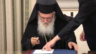 Отваряйте църквите, призова гръцкият архиепископ властта