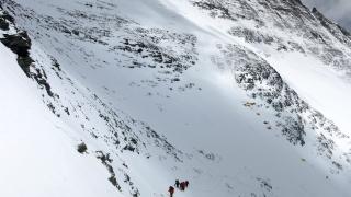 Източват непалско езеро близо до Еверест, за да предотвратят бедствие