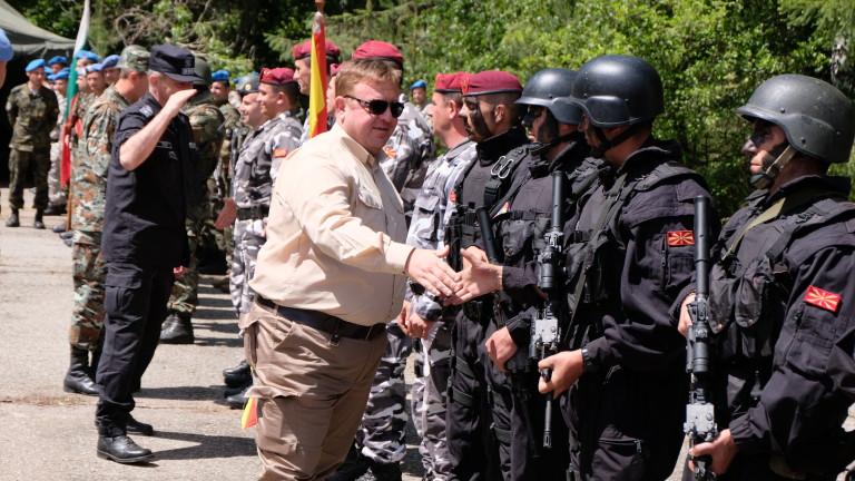 300 военнослужещи от Сухопътните войски и 50 от състава на