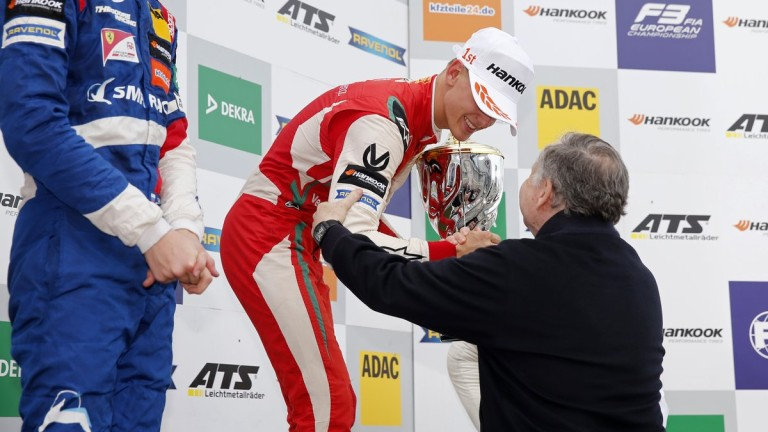 Мик Шумахер ще се качи в болид на Ферари