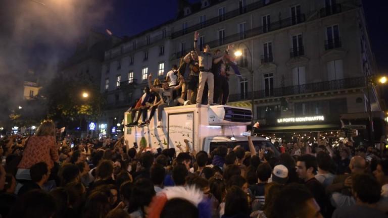Седем арестувани в Париж след сблъсъци между фенове и полиция