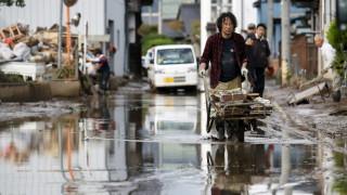 Лошото време в Япония спря издирването на изгубен кораб