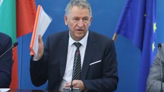 Кацаров свиква областните щабове за справяне с коронавируса