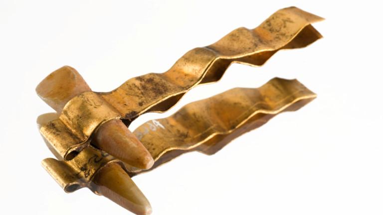 Египетска протеза от злато и хипопотамова кост.
