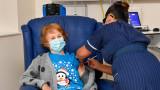 90-годишна британка е първата в света, ваксинирана срещу COVID-19 с Pfizer/BioNTech