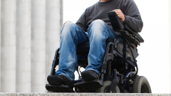 Нарушават правата на десетки хиляди граждани с трайни увреждания