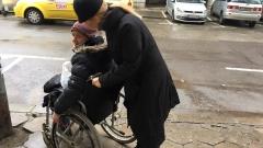 Ирина Тенчева подаде ръка на инвалид