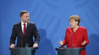 Меркел зове британските политици да сдържат езика си