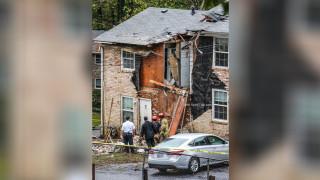 Малък самолет катастрофира в жилищен комплекс в района на Атланта