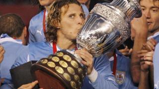 Юве си хареса двама уругвайски шампиони