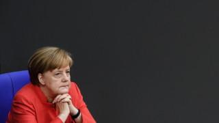Меркел готова за компромис с Франция за реформата в еврозоната