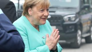 Меркел иска от Германия 1 млн. пункта за електромобили до 2030 г.