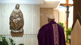 Папата призовава свещениците смело да посетят болните от коронавирус