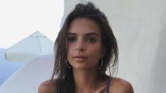 Коледната картичка на Емили Ратайковски (18+)