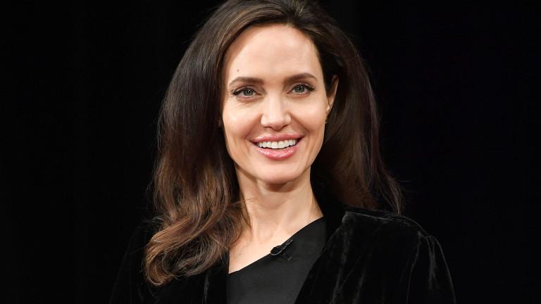 Как се справя Анджелина Джоли с отсъствието на Мадокс