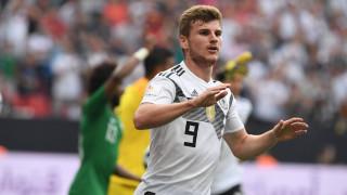 Двама основни футболисти на Германия готови за игра