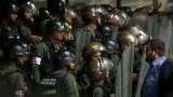 Кризата във Венецуела става все по-страшна - въоръжена охрана пази хранителните магазини