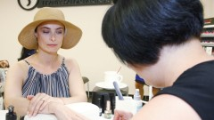Йоана Буковска изпробва нова технология при маникюра (СНИМКИ)