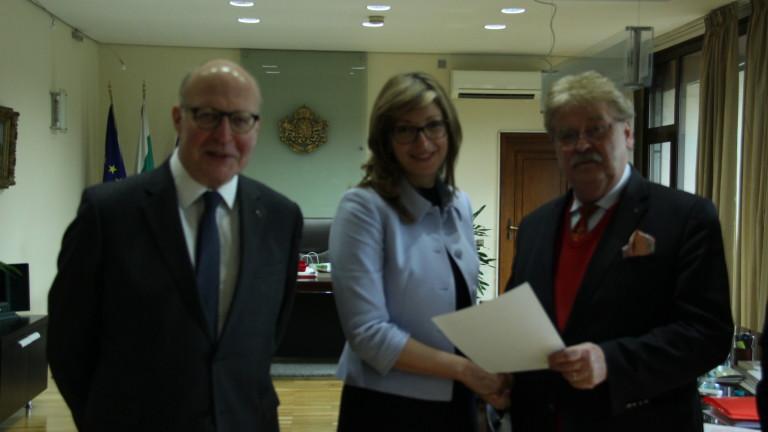 Вицепремиерът и министър на външните работи Екатерина Захариева прие президента
