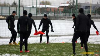 Ботев (Пловдив) с тренировка часове преди мача с Витоша
