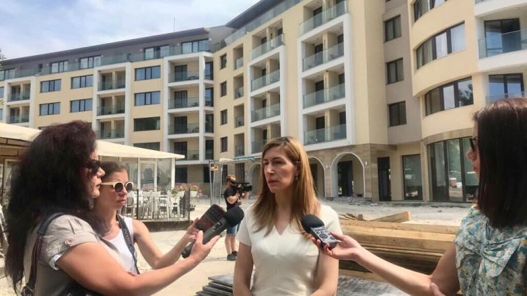Над 70 % от туристите идват в България за лятна ваканция, обобщи Ангелкова