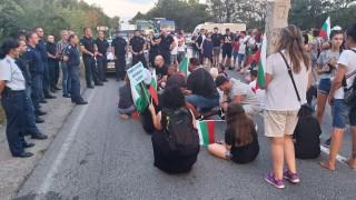Ден 37 на протест, блокираха Прохода на републиката