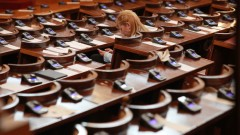 50% излишно висше образование, ГЕРБ и БСП се прегърнаха, вдигнаха субсидиите на 8 лв.