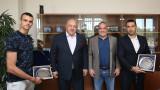 Министър Кралев награди Владимир Далаклиев за медала му от Мондиала по таекуондо