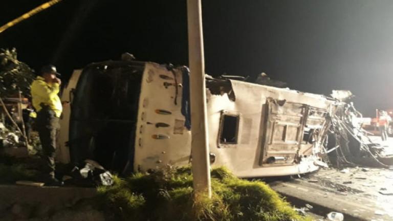 Десетки загинали и ранени при катастрофа с автобус в Еквадор
